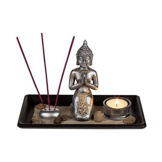 Boeddhabeeldje met houten onderbord