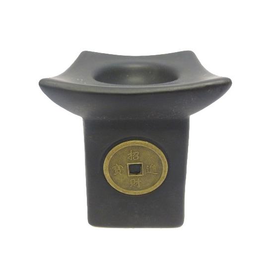 Zwarte oliebrander met muntje